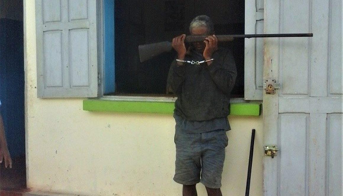 !!-Arrestation d'un braconnier dans la forêt d'Antavolobe-!!